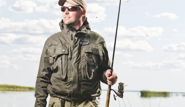 Püksid ja prillid Rapala. Jope ning nokats Kinetic. Sobivaim ritv Pärnu lahele – Shimano ForceMaster, 270 cm, 10–35 g testiga. Foto: Aivar Kullamaa.