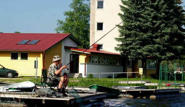 VALI SOBIV KOHT! Are Moora soovitab algajal valida õngitsemiseks mõni lihtne koht, nagu näiteks paadisild. Moora ise püüab peamiselt Viljandi järvel ja staažika püüdjana on tal välja kujunenud oma lemmikkohad.