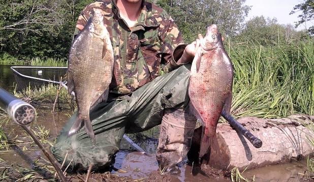 Korraliku saagiga kalamees on kas olnud liiga häbelik, et oma isikut avalikustada, või on pildistaja teinud väikse apsu ja õhinas unustanud kogu näo peale võtta. Igal juhul oleks pilt palju toredam, kui ka kalamees oleks ilusti näha. Foto: kalale.ee