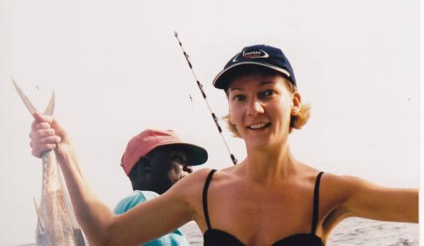 NAINE PAADIS. Raivo abikaasa Katrin endapüütud pisikese tuunipoisiga. Foto: erakogu.