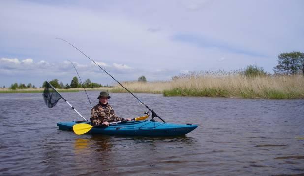 HETKED ISEENDALE. Jaanus Tamkivi eelistab viimasel ajal kalastades suuremale seltskonnale omaetteolemist ja kajakiga roostike veerel vaikset toimetamist. Foto: erakogu.