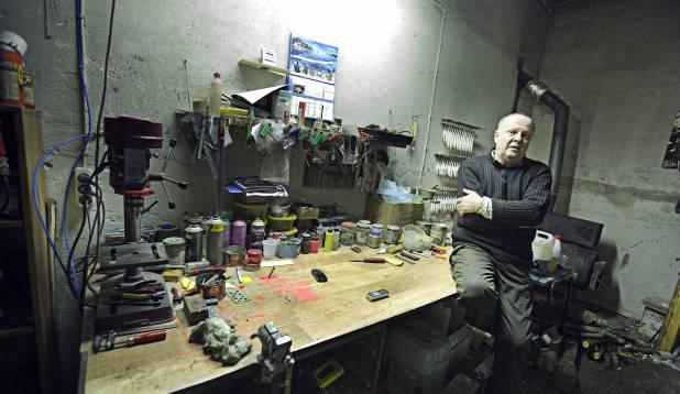 MADE IN ESTONIA. Kõik Edi landid on sündinud selessamas töökojas ja on otsast otsani puhas käsitöö. Foto: Aivar Kullamaa.