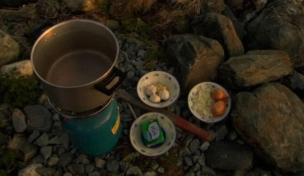 Küüslauk, sibul, või... Läheb vaaritamiseks! Foto: Margus Talvik.