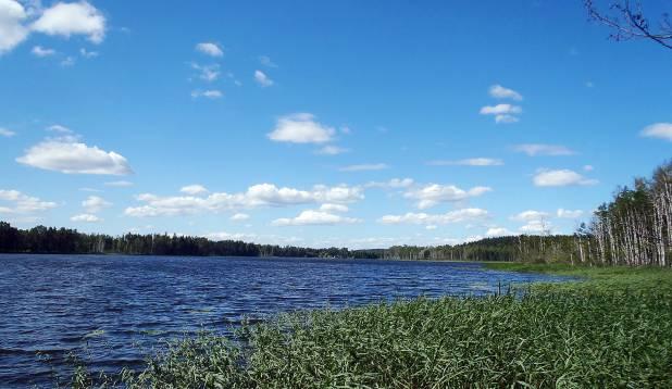 MULGIMAA MÄEKÜLA. Teekond Viljandimaa Mäeküla järvele kulgeb üle eramaade ning eeldab maaomanike nõusolekut. Foto: Teet Krause.