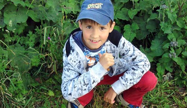 KANGE POISS. Üheksa-aastane Nikita näitab taset havipüügil.