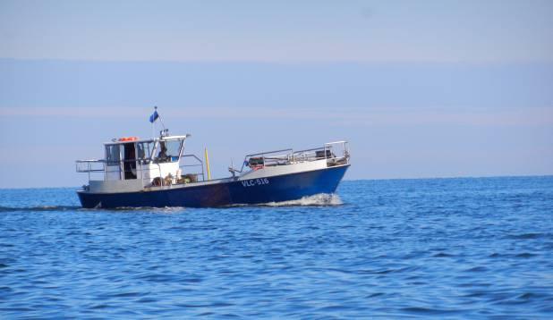 Peipsi kalurid oma püüniseid kontollimas