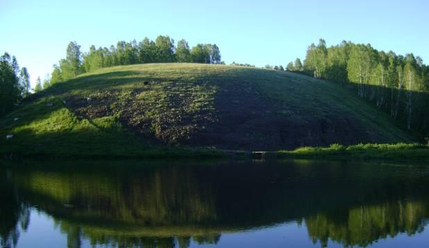 Papijärv. Otse veekogu kõrval kõrgub mägi, millel armastavad nosida kitsed. Foto: Tarmo Tuule.