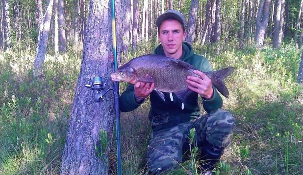 ELU LATIKAS! Andris Tatrik 3,4-kilose latikaga Võrumaal (26.06.2014). Foto: erakogu.