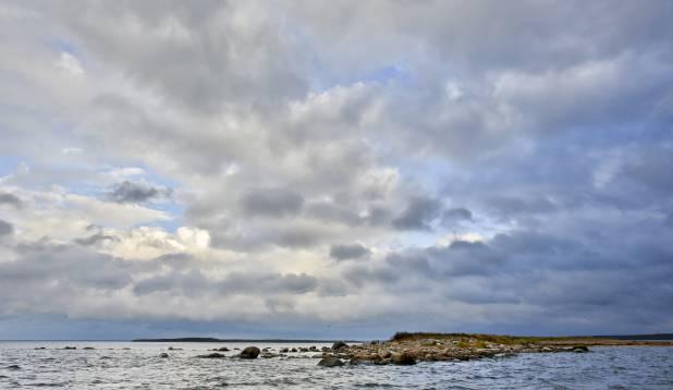 ILUSAID VAATEID. Tagasiteel Kaberneeme sai tehtud tiir peale ka Rohusi saare ja mandri vahel asuvale väikelaiule. Foto: Aivar Kullamaa.