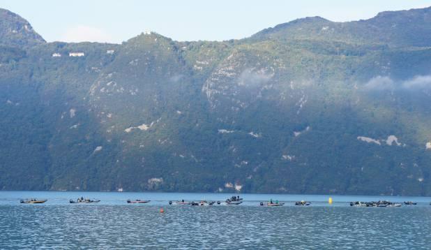 KAUNIS KESKKOND. Võistlejad maalilisel Burget` järvel. Foto: Priit Kallas.