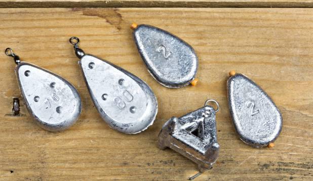 Tinad – libisev või aasaga, hea tina on lapik ning kaal sõltub vee voolukiirusest.  Foto: Aivar Kullamaa.