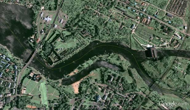 MAGUS ALA. Pildil on näha Narva jõgi maanteesillast ja linnusest hüdroelektrijaamani. Linnuse auk asub natuke maad linnusest ülesvoolu, jalakäijate silla juures. Liivapealne on järgmise jalakäijate silla juures ja tammialune otse elektrijaama vastas.