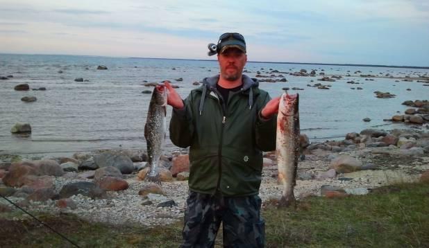 """TOOMAS BLUMKVIST: """"Sai siis sõbraga mindud ka esimest korda punasejahile. Püük toimus Läänemaal. Õhtu saagiks jäi minul kaks kala. Suurem 2,2 kg ja väiksem 1,8 kg."""""""