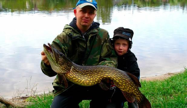 """ERKI MÄEVÄLI: """"6 kilone haug Pärnu jõest silikoonlandiga, mille poeg vahetult enne kala võttu minu omaga  ära vahetas ja mille peale kala isa õnge otsa tuli."""""""