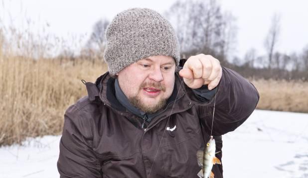 VÄIKSEVÕITU. Jõejääl sai proovitud nii kirptirku kui ka põiklanti, kuid suuremad kalad ei võtnud vedu.  Foto: Aivar Kullamaa.