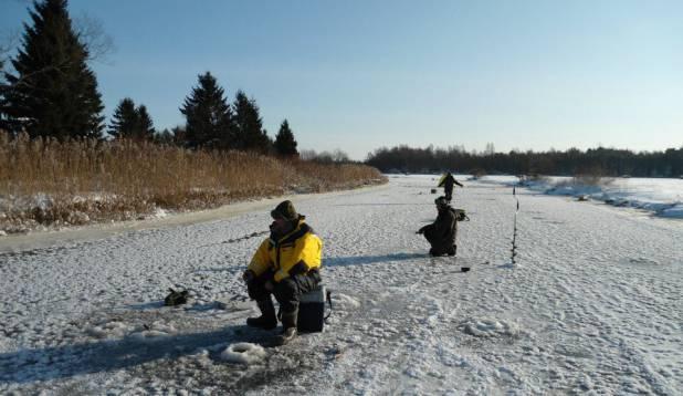 """PÜÜGIPÄEV. Keila jõel pakast trotsimas. Foto: Sven-Erik """"Limonka"""" Tomson"""