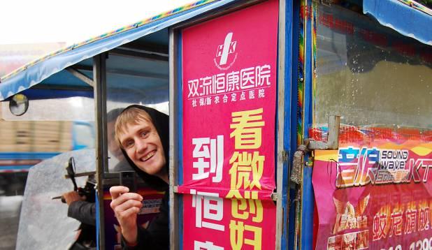 LÄHEB SÕIDUKS! Raio Piiroja Hiina liikluskeerises. Foto: erakogu.