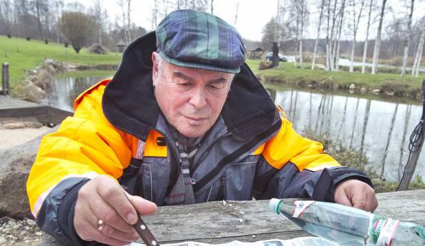 Vaat see on maius! Värske suitsulatikas otse sündmuspaigal. Foto: Aivar Kullamaa.