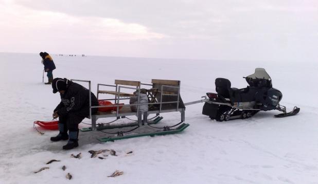 Liikumisvahendid jääl: saan on mugav, motokoer soodne