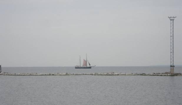 purjelaev Tallinna lahel.