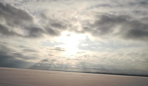 Taustapilt: Päikeseline ja karge Võrtsjärv